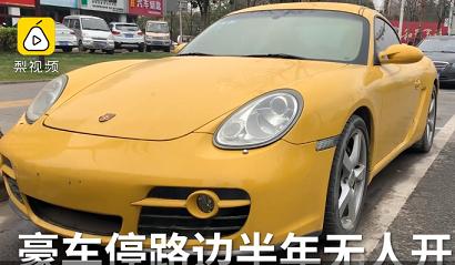 """Siêu xe Porsche Cayman S bị """"bỏ quên"""" bên đường nửa năm"""