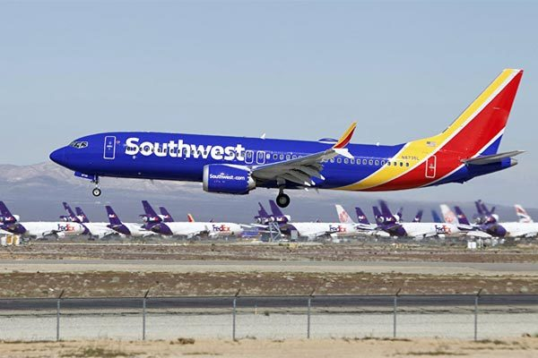 Boeing 737 Max 8 hạ cánh khẩn ở Mỹ vì lỗi động cơ