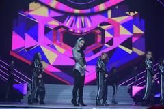 Đông Nhi mang 'Bad Boy' lên sân khấu cùng giọng ca tỷ view