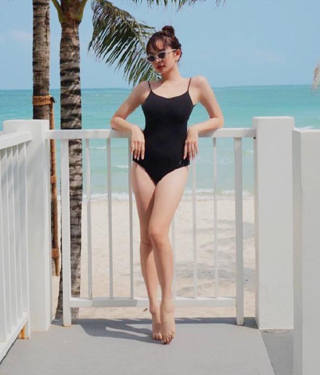 Gái ngoan showbiz hiếm hoi mặc bikini hở hiểm: Midu gợi cảm bất ngờ