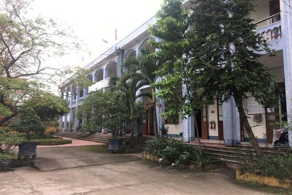 Học sinh nghỉ học phản đối, tỉnh yêu cầu lùi thời gian chuyển trường mới