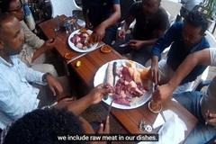 Đất nước kỳ lạ, người dân nghiện ăn thịt sống