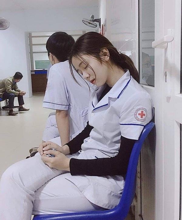 Nhan sắc nữ điều dưỡng lên báo Hàn khiến bao người mê đắm