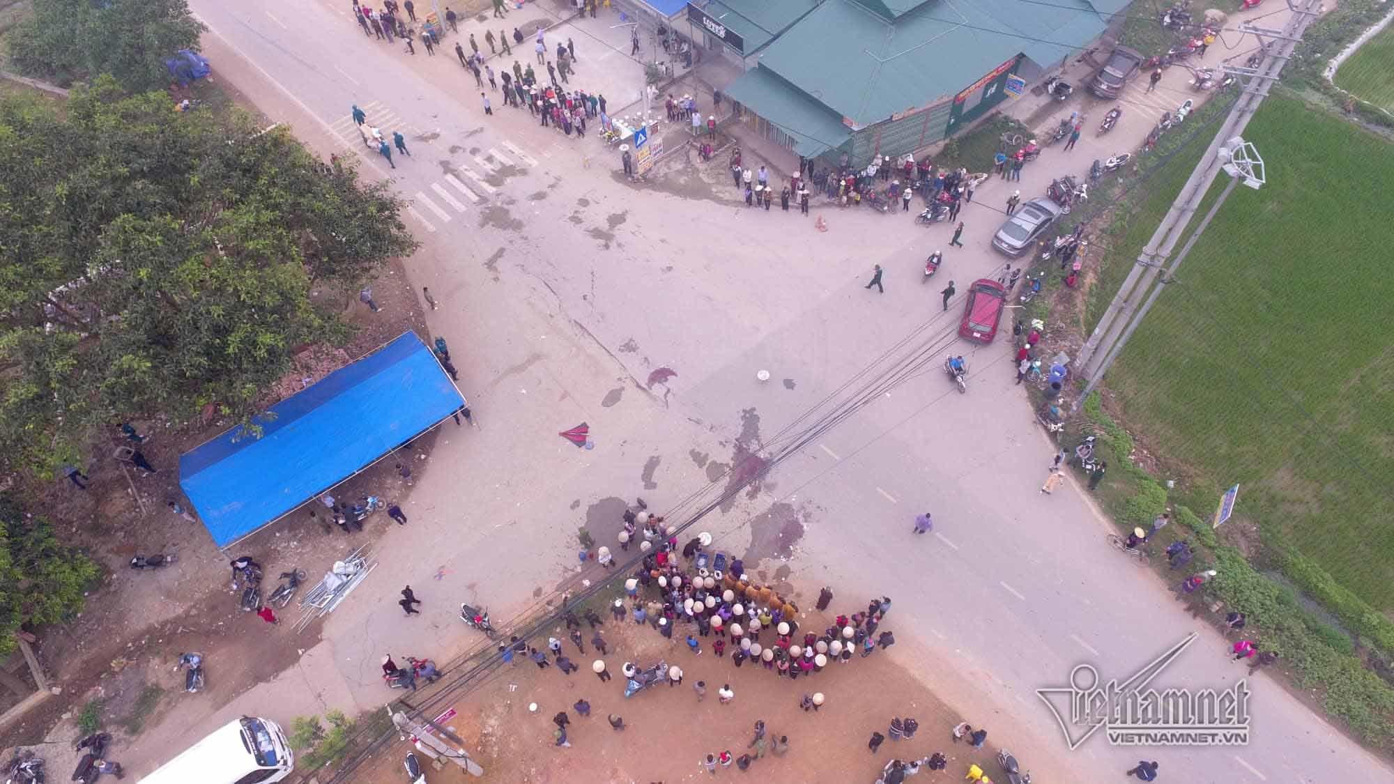 Tiếng hét lớn của đoàn đưa tang trước phút xe khách đâm chết 7 người