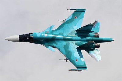 Xem tiêm kích ném bom Nga phô diễn kỹ năng cực khó