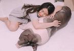 Cô gái nuôi heo gần 150kg làm thú cưng, cùng ăn ngủ, gọi heo là 'con'