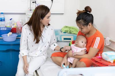 Thu Hoài chia sẻ nỗi vất vả với người mẹ trẻ, một mình chăm con bệnh nặng