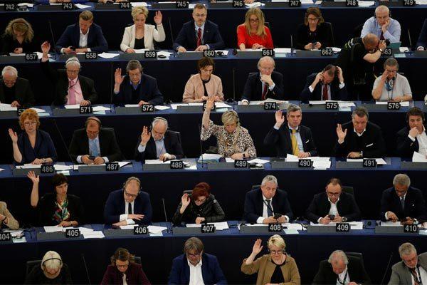 Hy hữu, 13 nghị sĩ bấm nhầm tại cuộc bỏ phiếu quan trọng của châu Âu