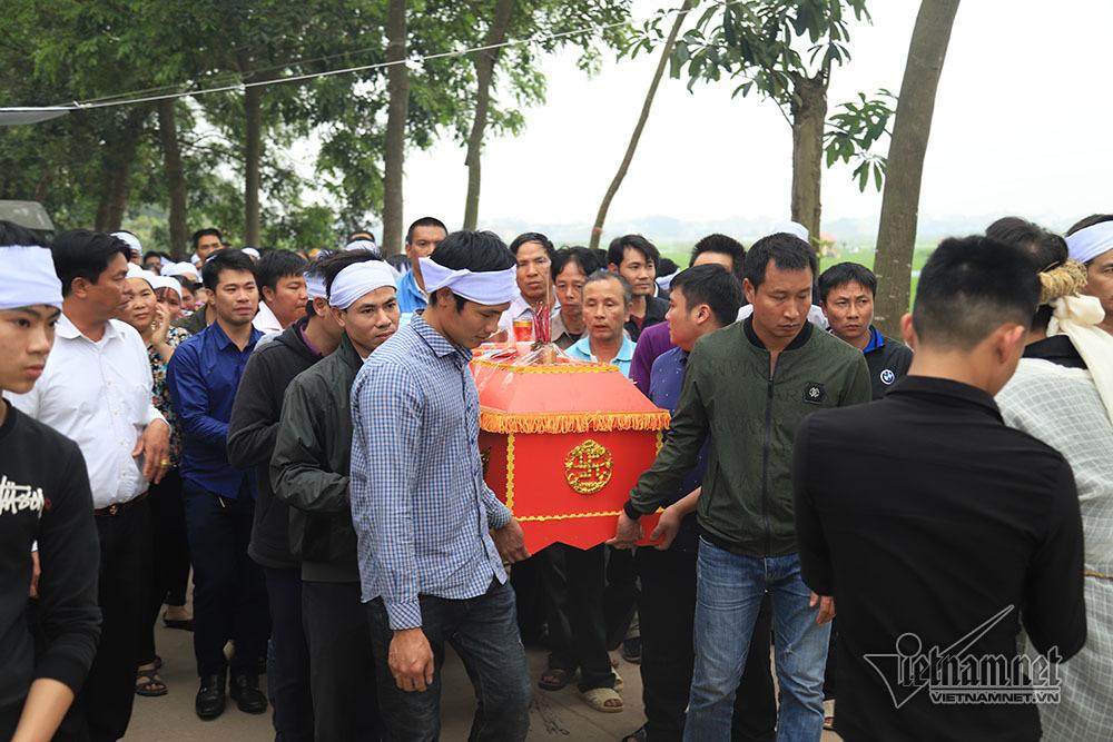 Tai nạn 7 người chết: Đại tang cả thôn, khăn trắng phủ kín đường làng