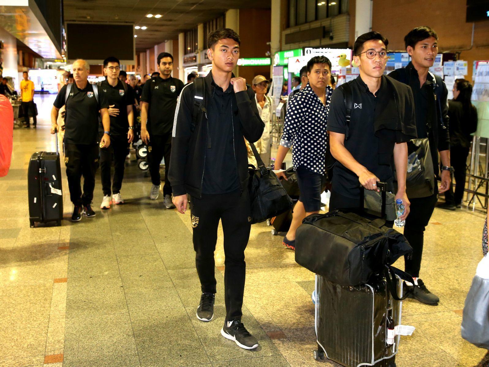 U23 Thái Lan ê chề về nước, Supachai cúi đầu xin lỗi