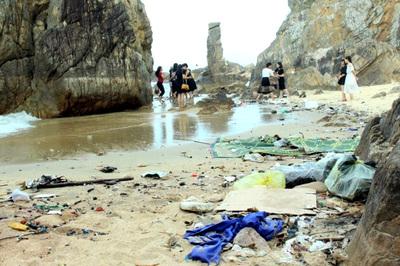 Phá rừng, xả thải ra sông, biển ngập rác... Việt Nam mơ du lịch xanh