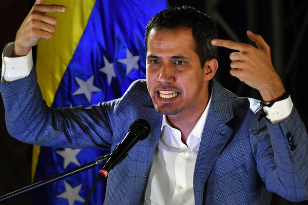 Clip xe chở Tổng thống Venezuela tự xưng bị tấn công