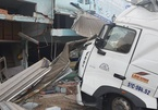 Xe container lao vào nhà dân ở Sài Gòn
