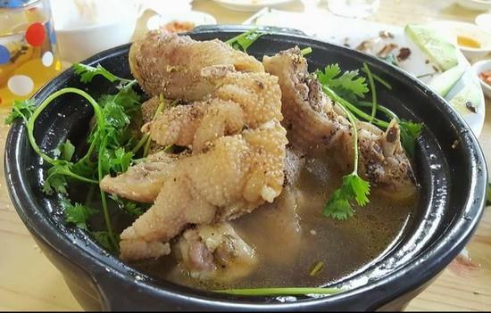 Ăn cỗ với cặp chân gà hơn chục triệu, điều chỉ có ở Việt Nam