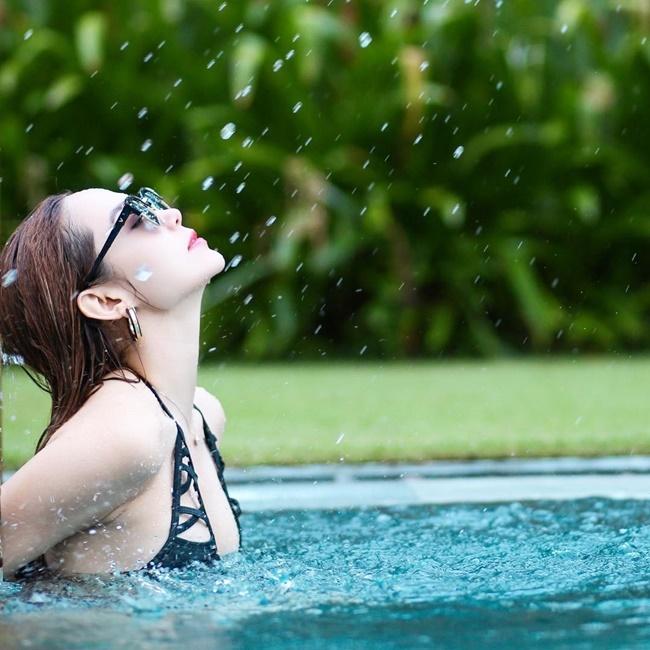 Không nhận ra 5 'công chúa' nhạc Việt ngày nào đã 'lột xác' nóng bỏng thế này