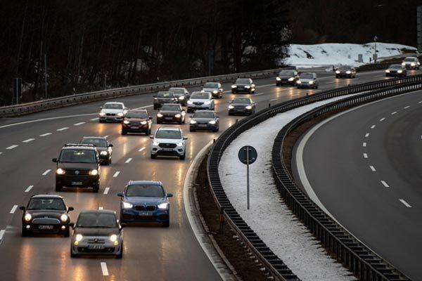 EU yêu cầu đưa công nghệ hạn chế tốc độ vào ô tô