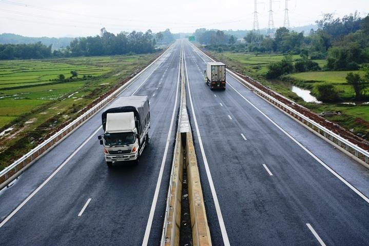 Phát hiện thi thể người đàn ông trên cao tốc Đà Nẵng - Quảng Ngãi