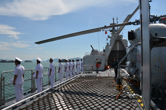 Hình ảnh tàu 012-Lý Thái Tổ duyệt binh tại LIMA 2019