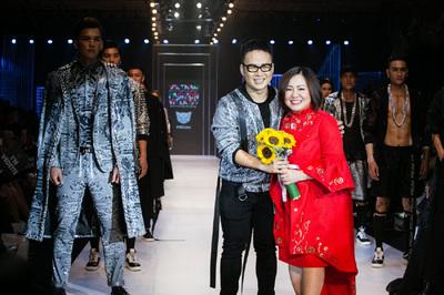 AquafinaVietnam International Fashion Week:Cáibắttaylớn củaAquafinavà VIFW