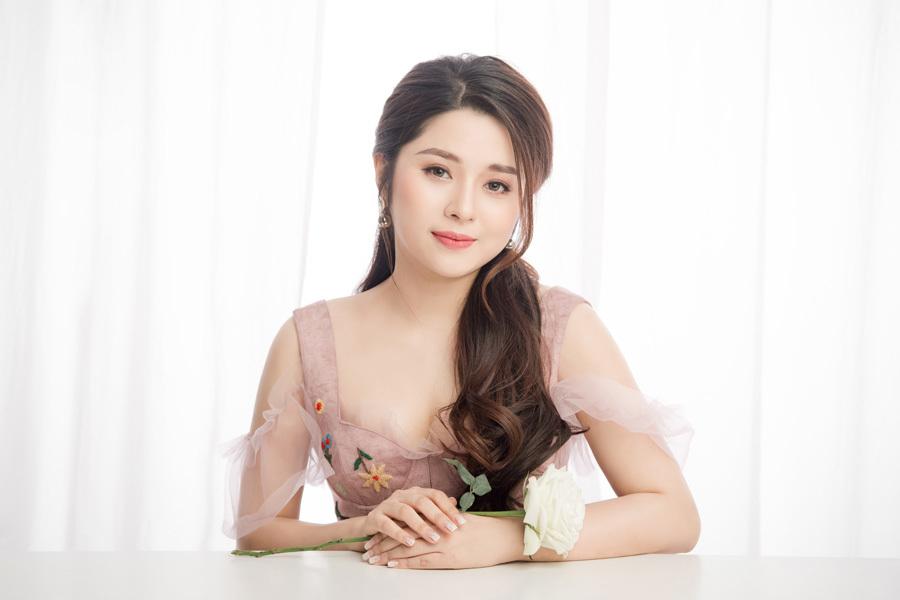 MC Diệu Linh đẹp như công chúa trong bộ ảnh mới