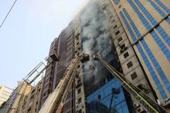 Cháy cao ốc ở Bangladesh, nhiều người liều mình nhảy xuống đất