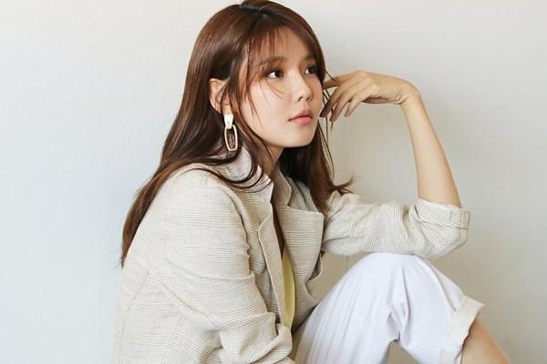 Yoona đầy sang chảnh, 'cây Chanel sống' Jennie bị chê quê mùa