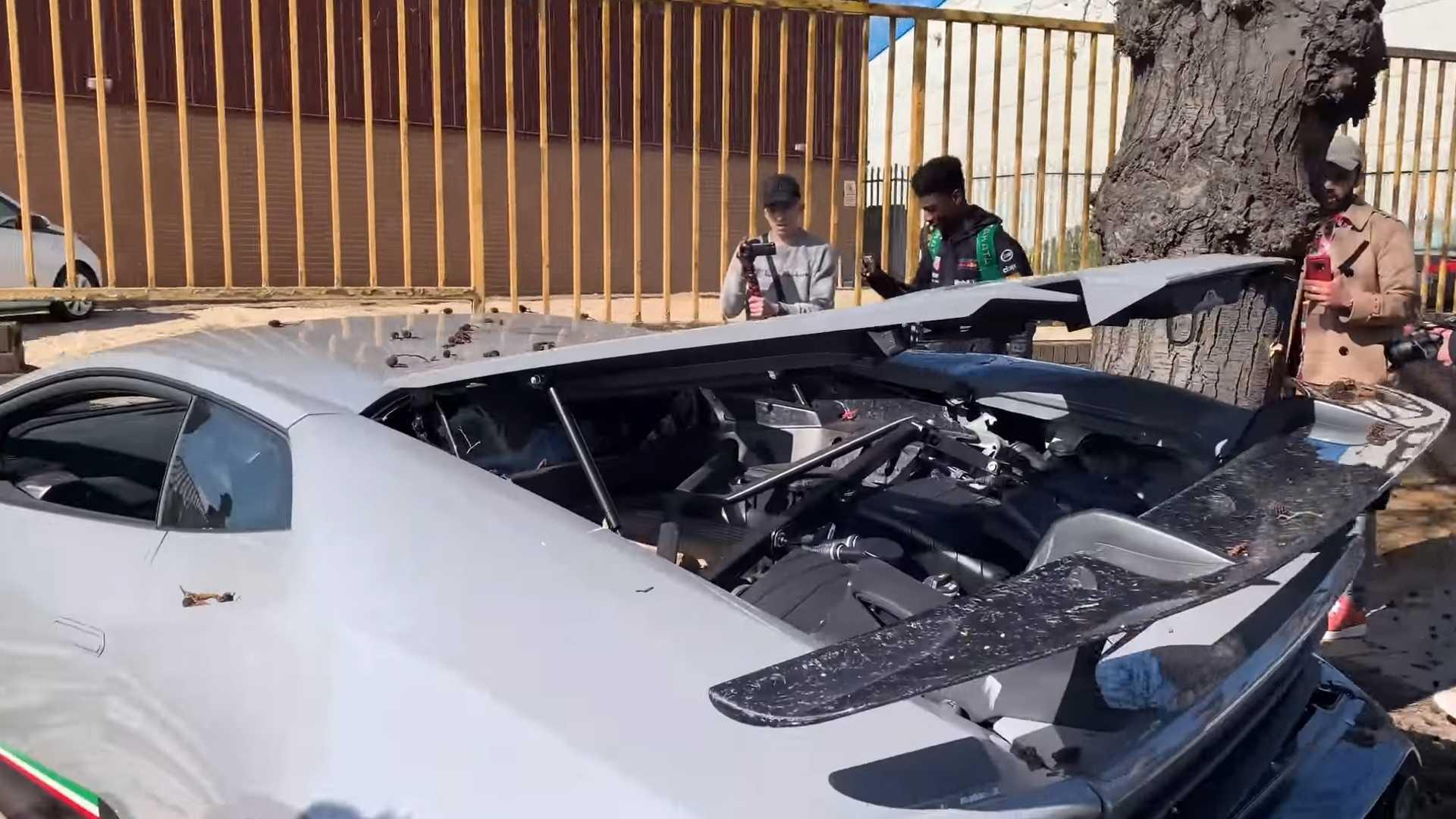 """Siêu xe Lamborghini 7 tỷ nát bét sau màn """"thể hiện"""" của ông chủ"""