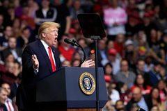 """Ông Trump nặng lời công kích phe Dân chủ, nói Nga """"không vui"""""""