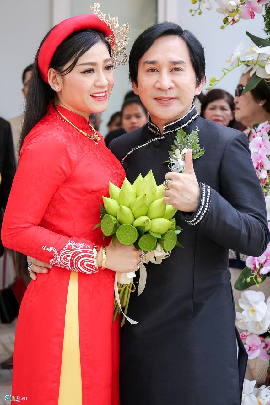 NSƯT Kim Tử Long: 'Vợ kém 11 tuổi ủng hộ tôi giữ quan hệ tốt với hai vợ cũ'
