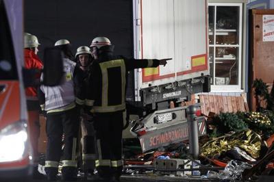 Clip những vụ xe tải đâm vào đám đông chấn động thế giới