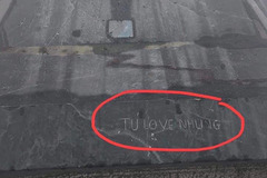 Du khách viết 'Tú Love Nhung' trên đỉnh Fansipan gây bức xúc