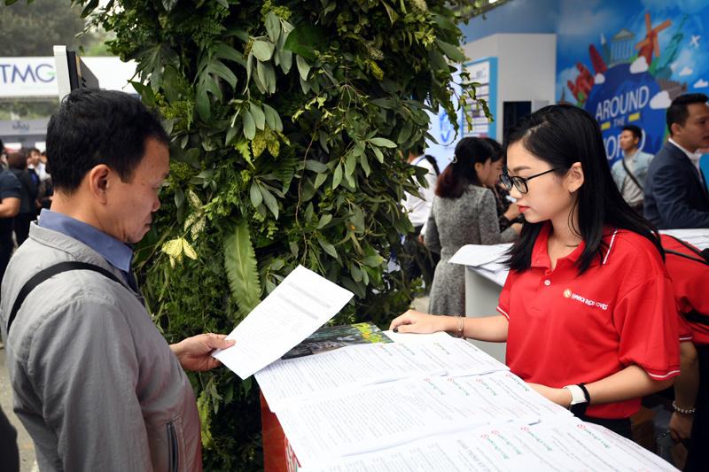 10 triệu người Việt du lịch nước ngoài: Đừng mất tiền còn bị coi thường