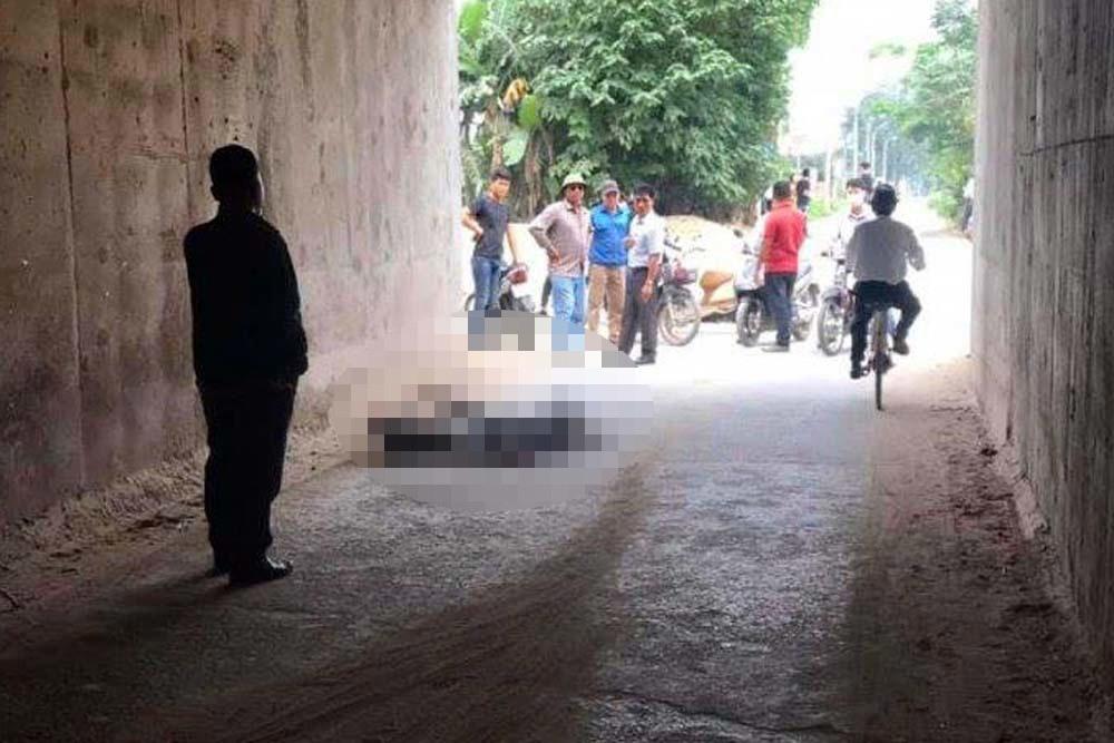 Hà Nội: Thi thể người đi xe đạp trong hầm chui in hằn lốp ô tô
