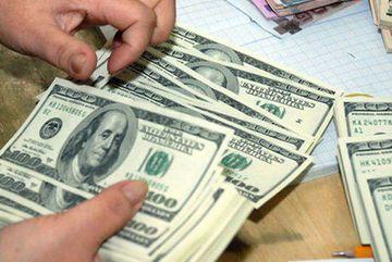 Quấn 80.000 USD quanh người, nữ hành khách Đài Loan bị hải quan tạm giữ tiền
