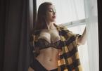Diện nội y quá sexy, Elly Trần bị hiểu nhầm có 3 ngực, Vũ Ngọc Anh nghi lộ điểm nhạy cảm