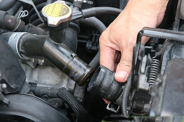 5 nguyên nhân gây rò rỉ các đường ống dẫn xe ô tô