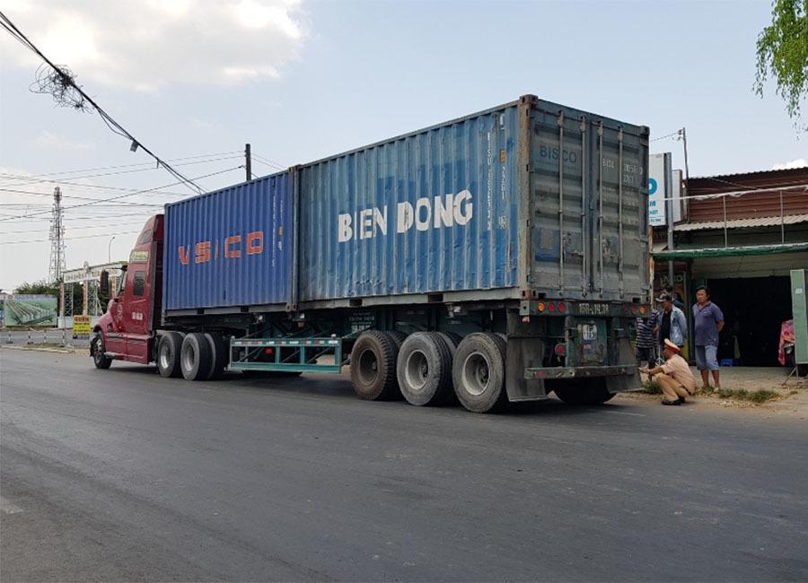 Người đàn ông nuôi 3 con nhỏ chết thảm dưới gầm xe container