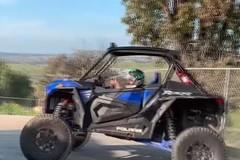 Bé trai 10 tuổi trổ tài drift xe địa hình điêu luyện