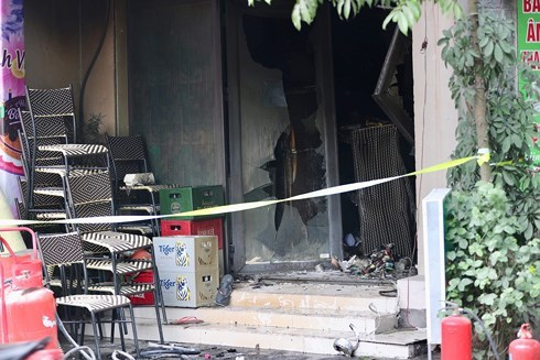 Hanoi: a coffee shop fire at midday, 1 person died