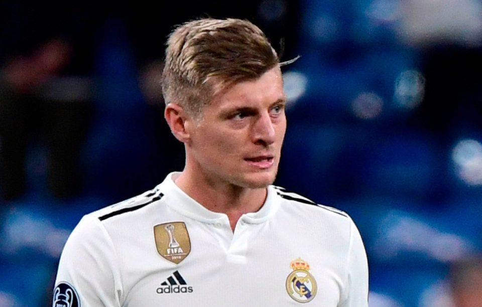 MU bất ngờ mua lại Zaha, Real rao bán Toni Kroos