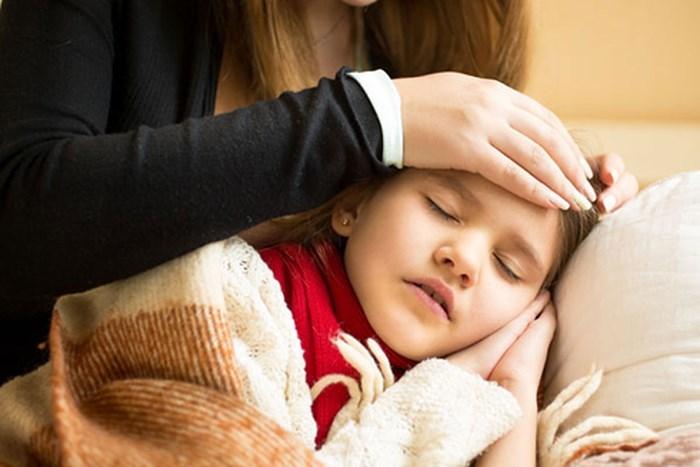 Bé 18 tháng ở Hà Nội hôn mê, tím tái toàn thân do sai lầm của cha mẹ