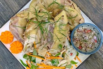 Gà hấp muối xả lá chanh: Món ngon cho bữa cơm hàng ngày