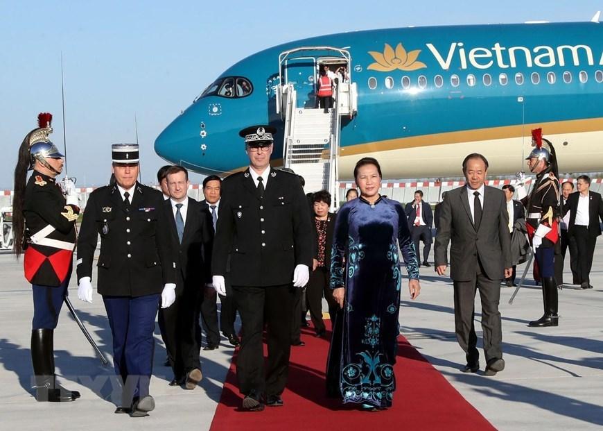 Chủ tịch QH bắt đầu thăm chính thức Cộng hòa Pháp