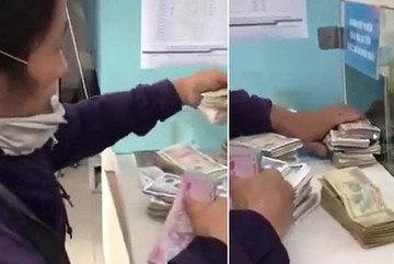Lặng người trước clip người mẹ khắc khổ đổi từng đồng tiền lẻ để đóng học cho con