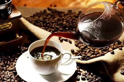 Nếu ngày nào cũng uống café ngoài hàng, bạn đang 'ném 1 triệu USD xuống cống'