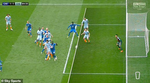 Xem trọng tài 'biếu không' bàn thắng cho Chelsea