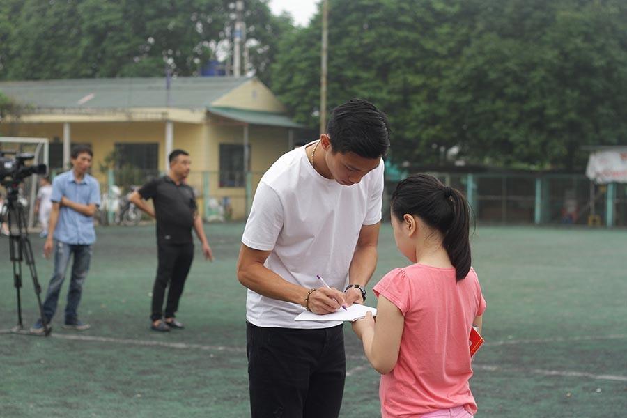 Dàn sao tuyển Việt Nam 'đại náo' tiệc vui của trò cưng Calisto