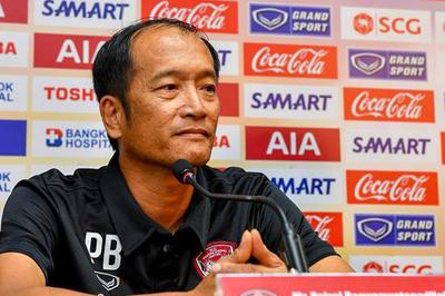 Muangthong thất bại, HLV của Đặng Văn Lâm từ chức