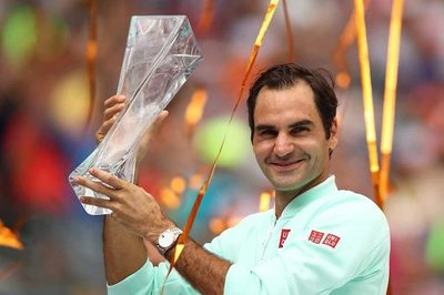 """Hạ """"máy giao bóng"""", Federer đoạt chức vô địch ATP thứ 101"""