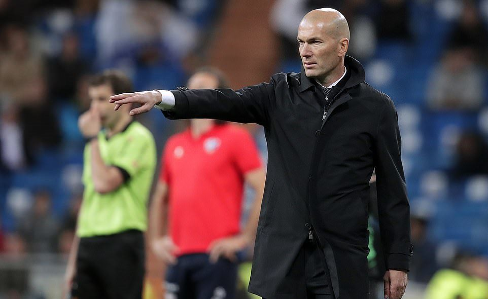 Benzema ghi tuyệt phẩm, Real thắng trận thứ 2 cùng Zidane